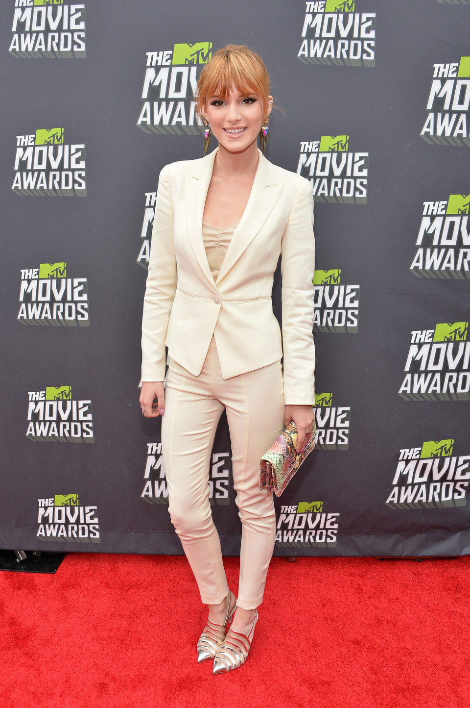 Bella Thorne en la alfombra roja de la entrega de los MTV Movie Awards 2013