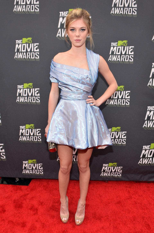 Claire Julien en la alfombra roja de la entrega de los MTV Movie Awards 2013