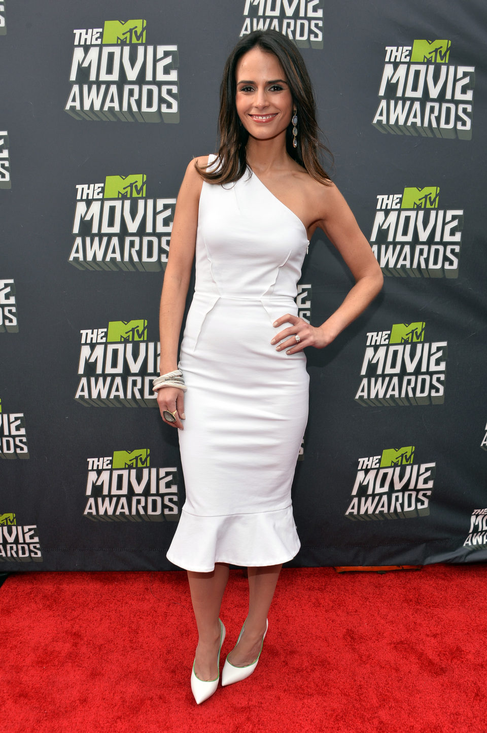 Jordana Brewster en la alfombra roja de la entrega de los MTV Movie Awards 2013