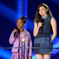 Quvenzhané Wallis y Chloë Grace Moretz en los MTV Movie Awards 2013
