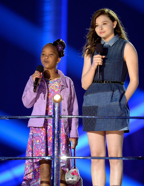 Quvenzhané Wallis y Chloë Grace Moretz en los MTV Movie Awards 2013