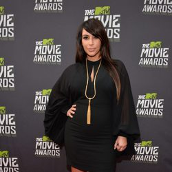 Kim Kardashian en la alfombra roja de la entrega los MTV Movie Awards 2013