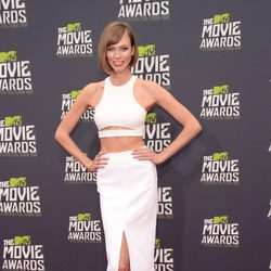 La modelo Karlie Kloss en la alfombra roja de los MTV Movie Awards 2013