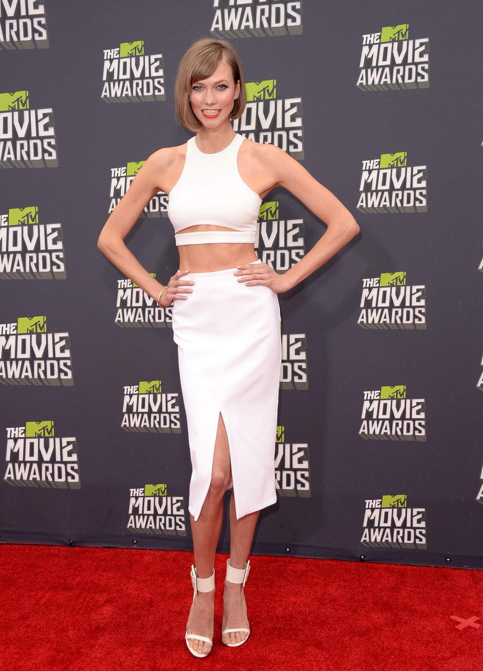 La modelo Karlie Kloss en la alfombra roja de los MTV Movie Awards 2013