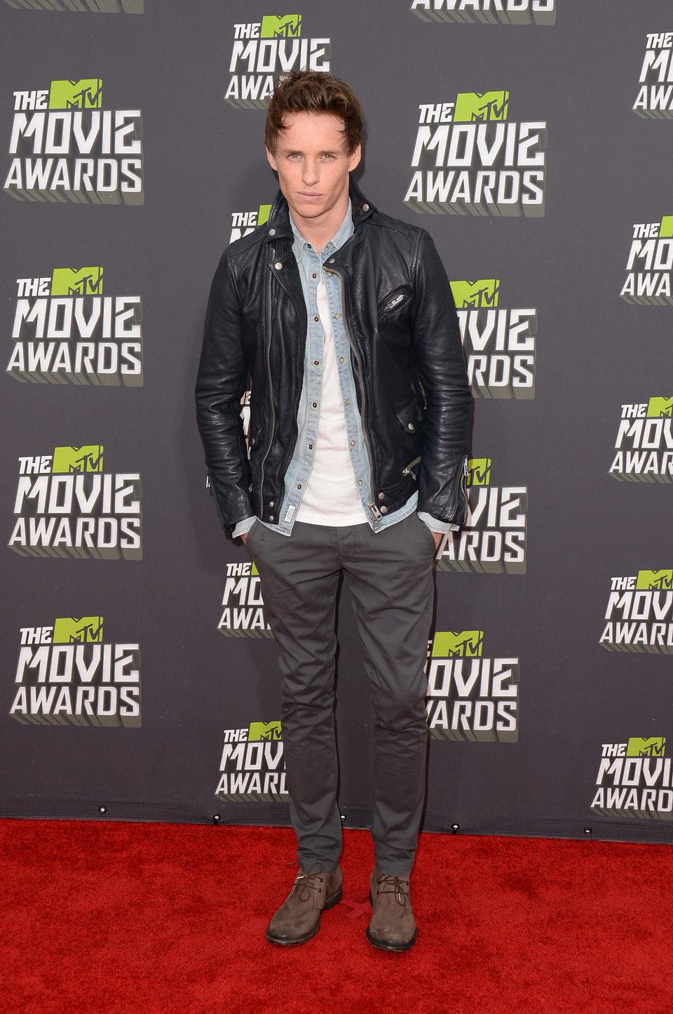 Eddie Redmayne en la alfombra roja de la entrega de los MTV Movie Awards 2013