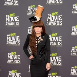 Hana Mae Lee en la alfombra roja de la entrega de los MTV Movie Awards 2013