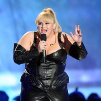 Rebel Wilson de cuero en los MTV Movie Awards 2013