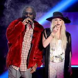 Snoop Dogg y Kesha en los MTV Movie Awards 2013