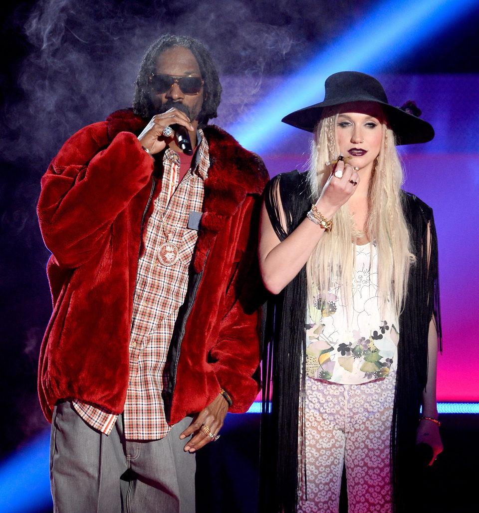 Snoop Dogg y Kesha en los MTV Movie Awards 2013