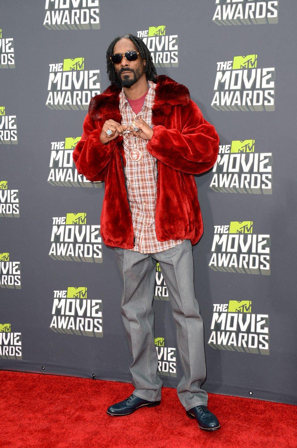 El rapero Snoop Dogg en la alfombra roja de la entrega de los MTV Movie Awards 2013