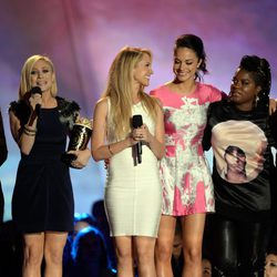 Las protagonistas de 'Dando la nota' en los MTV Movie Awards 2013