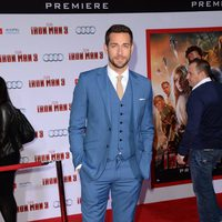 Zachary Levi en el estreno de 'Iron Man 3' en Los Ángeles