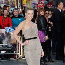 Alice Eve en el estreno en Londres de 'Star Trek: En la oscuridad'