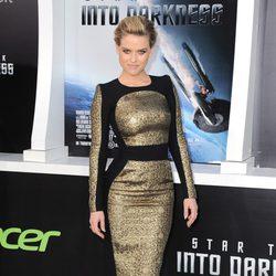 Alice Eve en el estreno en Los Angeles de 'Star Trek: En la oscuridad'