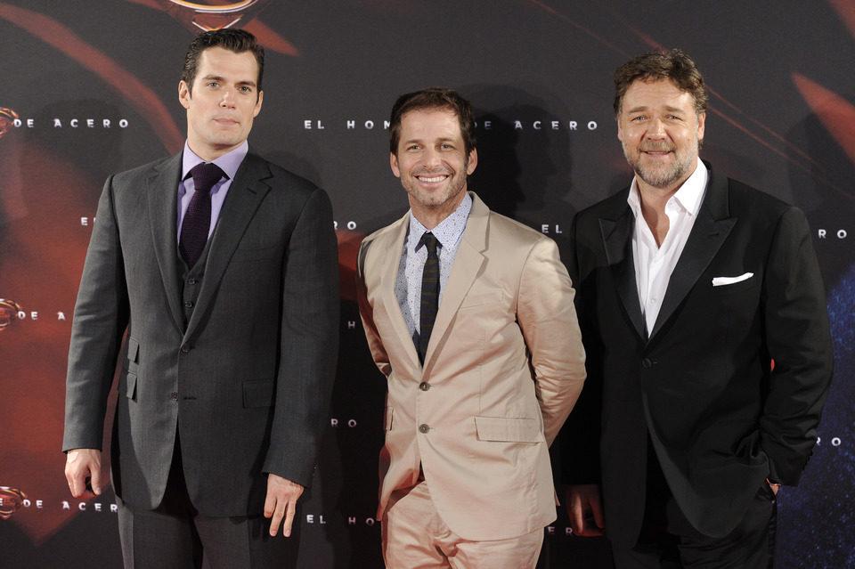 Henry Cavill, Zack Snyder y Russell Crowe en la premiere de 'El hombre de acero' en Madrid