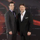 Henry Cavill y Russell Crowe en la premiere de 'El hombre de acero' en Madrid