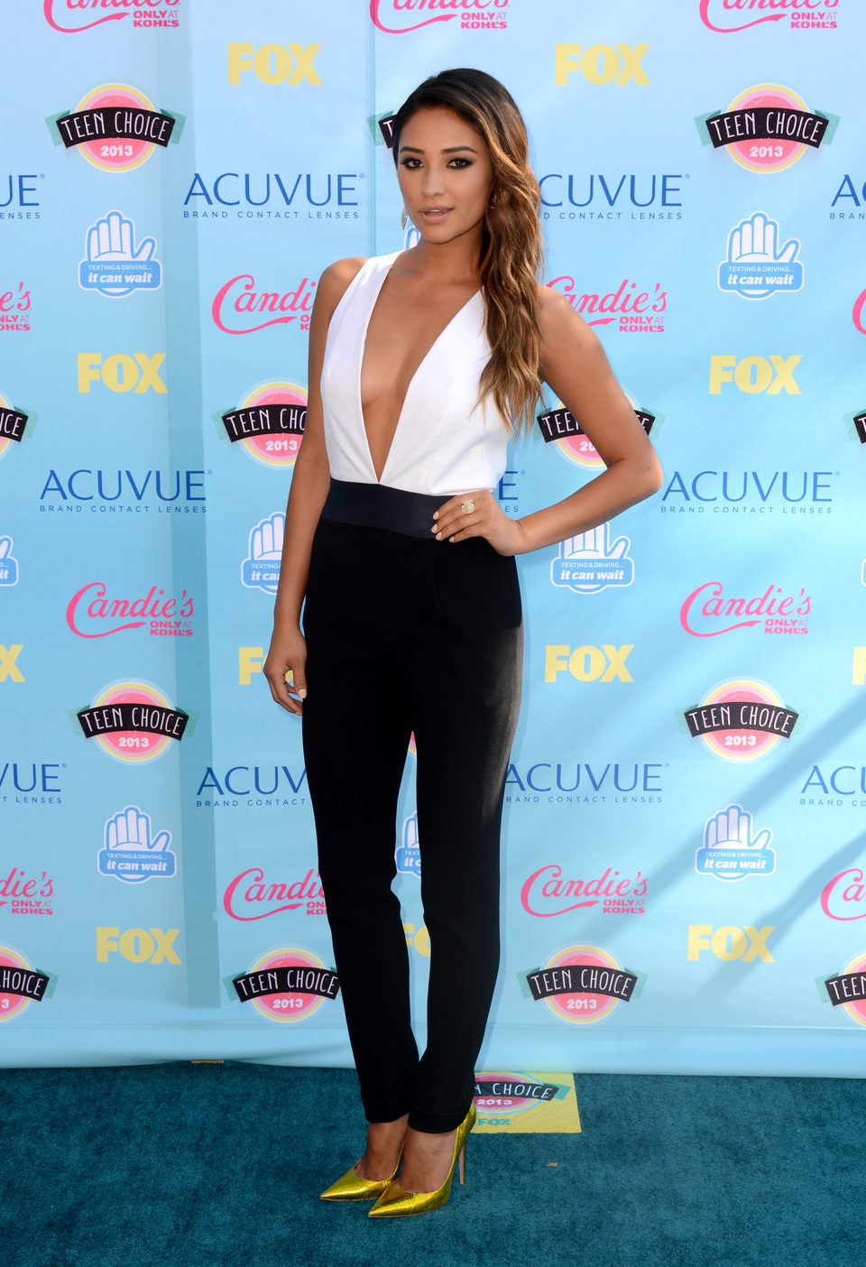 Shay Mitchell en los Teen Choice Awards 2013