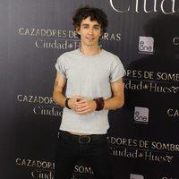 Robert Sheehan en el photocall de 'Cazadores de Sombras: Ciudad de Hueso' en Madrid