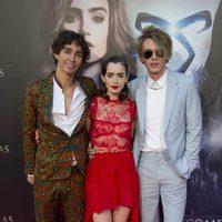 Robert Sheehan, Lily Collins y Jamie Campbell Bower en la premiere de 'Cazadores de Sombras: Ciudad de Hueso' en Madrid