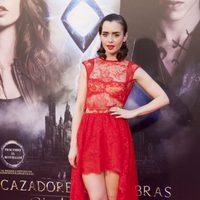 Lily Collins en el photocall de la premiere de 'Cazadores de Sombras: Ciudad de Hueso' en Madrid
