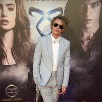 Jamie Campbell Bower en el photocall de la premiere de 'Cazadores de Sombras: Ciudad de Hueso' en Madrid