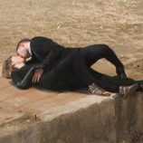 Robert Pattinson besando a Mia Wasikowska en el rodaje de 'Maps to the stars'