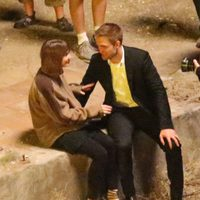 Robert Pattinson con Mia Wasikowska en el rodaje de 'Maps to the stars'