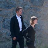 Robert Pattinson y  Mia Wasikowska grabando una escena de 'Maps to the stars'