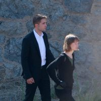 Robert Pattinson y  Mia Wasikowska grabando una escena de 'Maps to the stars'