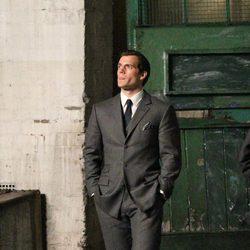 Henry Cavill viste de traje en 'The Man From U.N.C.L.E.'