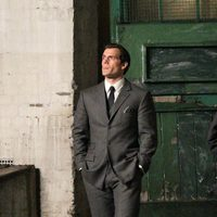 Henry Cavill viste de traje en 'The Man From U.N.C.L.E.'