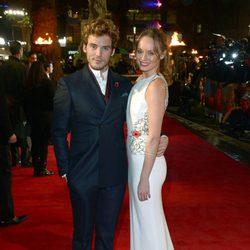 Sam Claflin y Laura Haddock en la premiere mundial de 'Los Juegos del Hambre: En llamas'