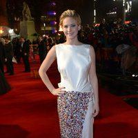 Jennifer Lawrence en la premiere mundial de 'Los Juegos del Hambre: En llamas' en Londres