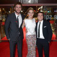 Liam Hemsworth, Jennifer Lawrence y Josh Hutcherson en la premiere mundial de 'Los Juegos del Hambre: En llamas' en Londres