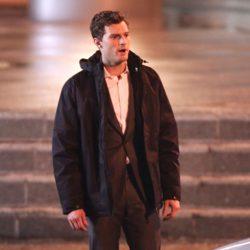Jamie Dornan abrigado en el rodaje de 'Cincuenta sombras de Grey' en Vancouver