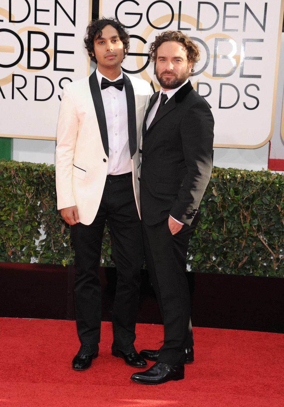Kunal Nayyar y Johnny Galecki en los Globos de Oro 2014