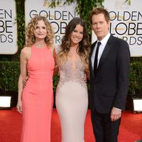 Kyra Sedgwick, Sosie Bacon y Kevin Bacon en los Globos de Oro 2014