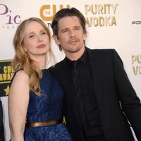 Julie Delpy y Ethan Hawke a su llegada a la gala de los Critics' Choice Movie Awards 2014