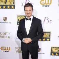 Jeremy Renner a su llegada a la gala de los Critics' Choice Movie Awards 2014