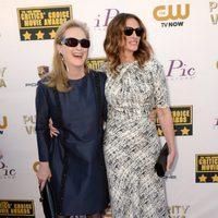 Meryl Streep y Julia Roberts a su llegada a la gala de los Critics' Choice Movie Awards 2014