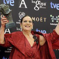 Terele Pávez posa con su Goya a la mejor actriz secundaria