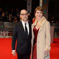 Stanley Tucci y Felicity Blunt en la alfombra roja de los BAFTA 2014