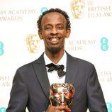 Barkhad Abdi posa con su premio BAFTA 2014
