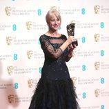 Helen Mirren posa con su premio BAFTA 2014