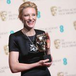 Cate Blanchett posa con su premio BAFTA 2014