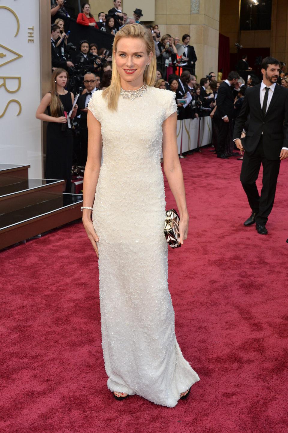 Naomi Watts en la alfombra roja de los Oscar 2014