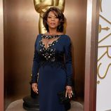 Alfre Woodard en la alfombra roja de los Oscar 2014