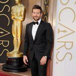 Bradley Cooper en la alfombra roja de los Oscar 2014