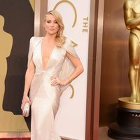Kate Hudson on the red carpet at the 2014 Oscars