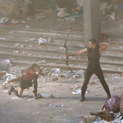 Elizabeth Olsen y Jeremy Renner en el rodaje de 'Los Vengadores: La era de Ultron'